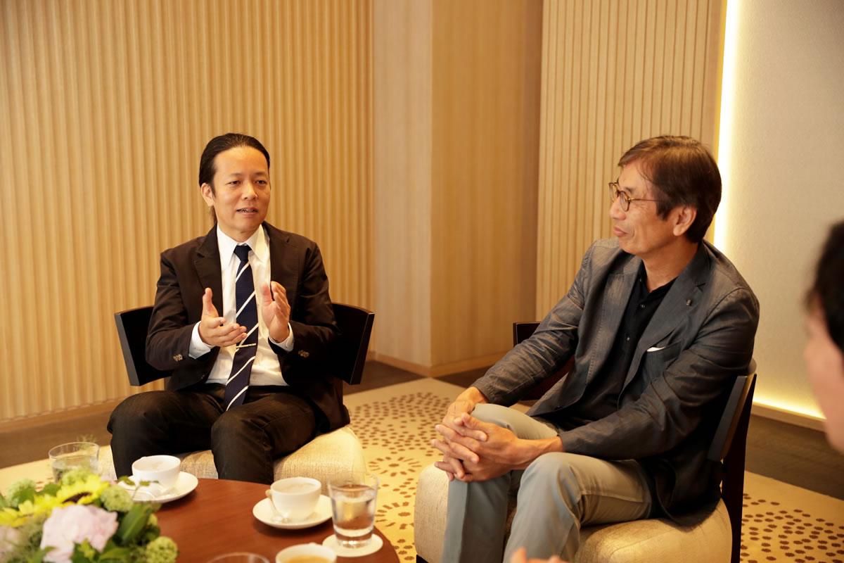 西堀氏(左)と齋藤氏(右)