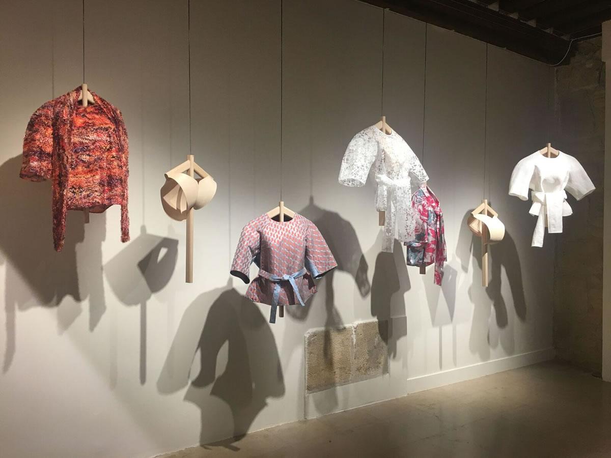 テキスタイルを商品化し「SOMÉ & ORI」展会場内で展示